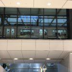 JR横浜タワー1階部公開 ガラス越しに横須賀線が見える